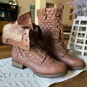 Dual look boots 7.5 *like new*